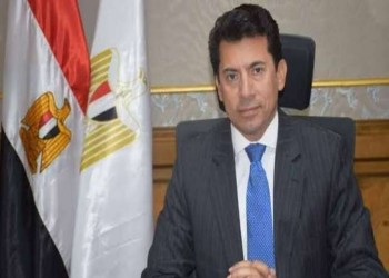 إصابة وزير الرياضة المصري في انقلاب سيارته