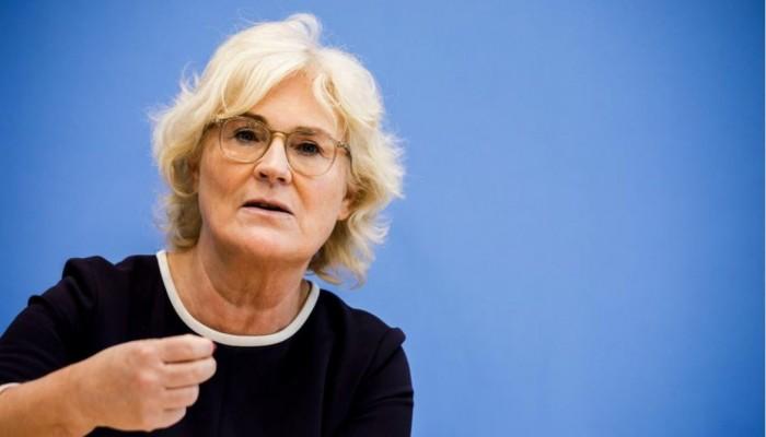 وزيرة العدل الألمانية تتهم ميركل بعرقلة مكافحة التطرف والعنصرية