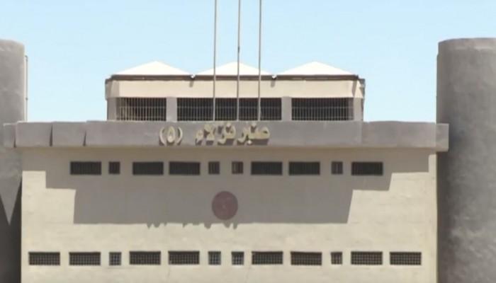 مصر.. 10 أفراد أمن وسجين يهتكون عرض معتقل بسبب الأحاديث النبوية