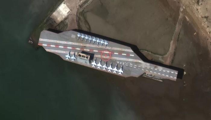 طيران إيراني مسير يحلق فوق حاملة طائرات أمريكية بالخليج (فيديو)