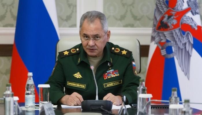 وزير الدفاع الروسي يتعهد بالرد على أي تطورات قرب حدود أوكرانيا