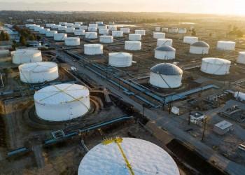 النفط يرتفع وسط آمال بتعافي الطلب مع تخفيف عزل كورونا