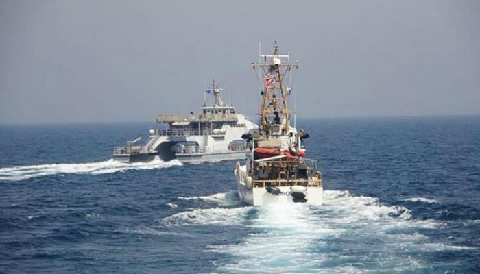 زوارق إيرانية تتحرش بسفينة أمريكية في مياه الخليج