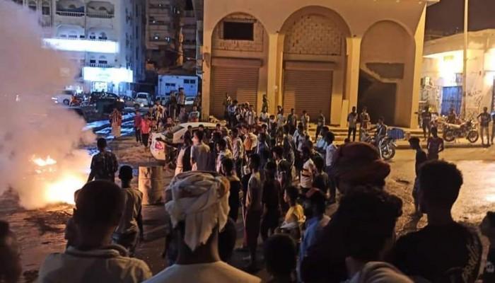 لليوم الثالث.. احتجاجات غاضبة في عدن بسبب تردي الخدمات