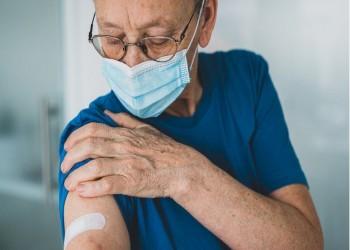 ألم الذراع والصداع أكثر الأعراض الجانبية شيوعًا للقاح كورونا