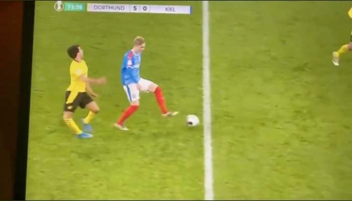 شاهد.. إصابة مروعة للاعب في بوروسيا دورتموند بنصف نهائي كأس ألمانيا