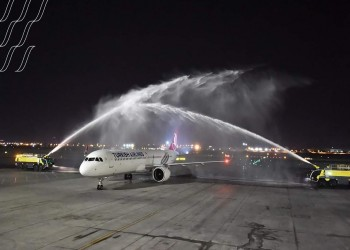 بعد انقطاع لأكثر من عام.. هبوط أول طائرة تركية بالبحرين