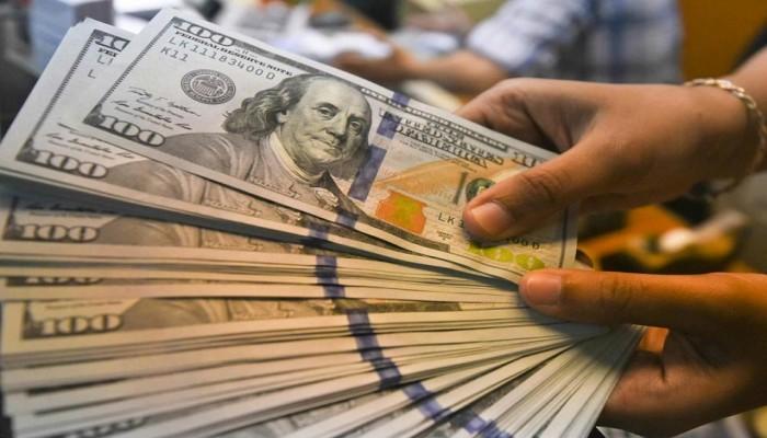 الدولار يرتفع مع ترقب بيانات اقتصادية وأثرها على أسعار الفائدة