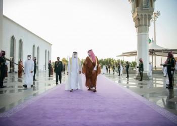 بن زايد أول من خطا عليها.. السعودية تستقبل ضيوفها بالسجادة البنفسجية