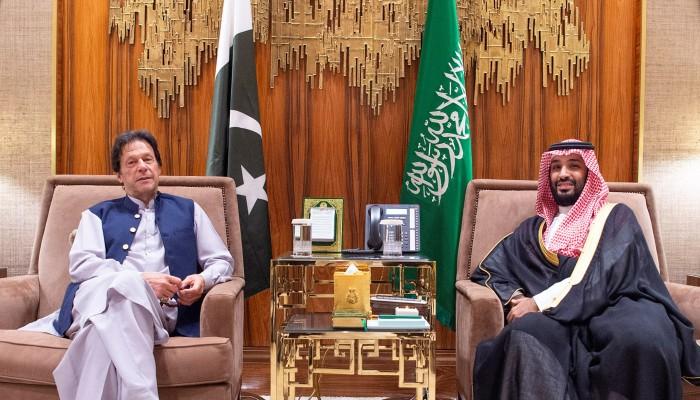 ملفات هامة تنتظره.. عمران خان يبدأ زيارة للسعودية