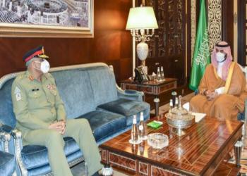 نائب وزير الدفاع السعودي وقائد الجيش الباكستاني يبحثان التعاون الدفاعي