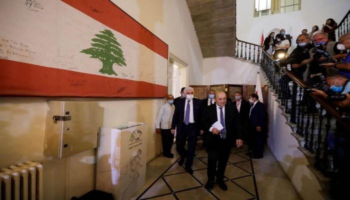 """فرنسا تهدد بتوسيع العقوبات على مسؤولين لبنانيين لإنهاء """"المراوحة"""""""
