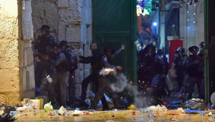 إصابات اعتداءات إسرائيل على الأقصى تتجاوز المائتين.. وهنية يهاتف قادة إقليميين للتدخل (تغطية مستمرة)