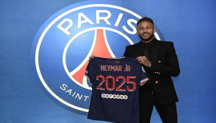 رسميا.. باريس سان جيرمان يمدد عقد نيمار حتى 2025