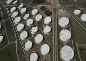 النفط يرتفع بعد هجوم إلكتروني عطل خطوط أنابيب أمريكية مهمة