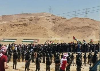متظاهرون أردنيون قرب الحدود مع فلسطين: عالقدس رايحين شهداء بالملايين (فيديو)