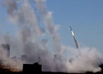 حريق ضخم في أسدود نتيجة سقوط صاروخ من غزة (فيديو)