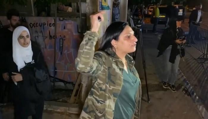 فلسطينية تهدد الجنود الإسرائيليين: لو عطس المصريون لهلكتم (فيديو)