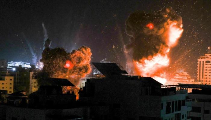 غارات إسرائيلية ليلية عنيفة على أهداف مدنية وأمنية في غزة