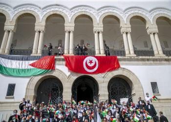 تونس.. متظاهرون يحاولون اقتحام البرلمان احتجاجا على عدوان إسرائيل (فيديو)