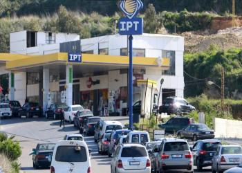 أزمات لبنان تتفاقم.. نقص الوقود والدواء واقتحام الصيدليات