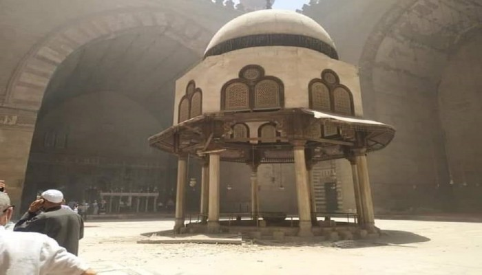 كيف علقت الآثار المصرية على سقوط الرفرف الخشبي الحديث بجامع السلطان حسن؟