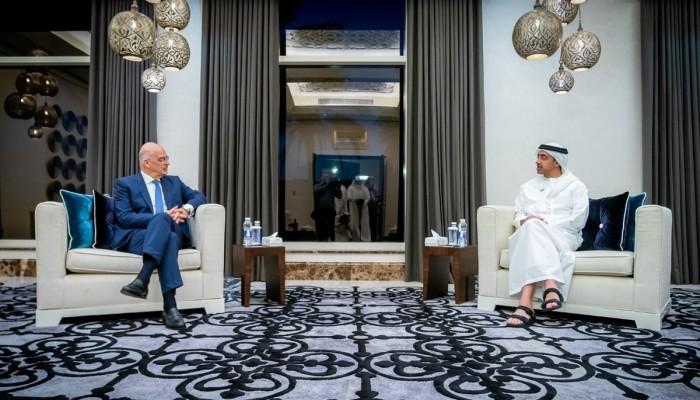 وزير خارجية الإمارات يبحث مع نظيره اليوناني التعاون وتطورات شرق المتوسط