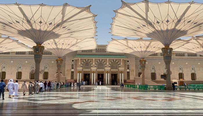 تأخر إقامة الصلاة بالمسجد النبوي يتسبب في إقالة مدير الأئمة ووكيله