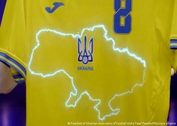 """""""المجد لأبطالنا"""".. ويفا يطالب أوكرانيا بإزالة شعار سياسي عن قميصها"""
