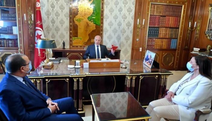 انتقد النيابة وهاجم الغنوشي.. قيس سعيد يحذر من تجاوزات تهدد وحدة تونس