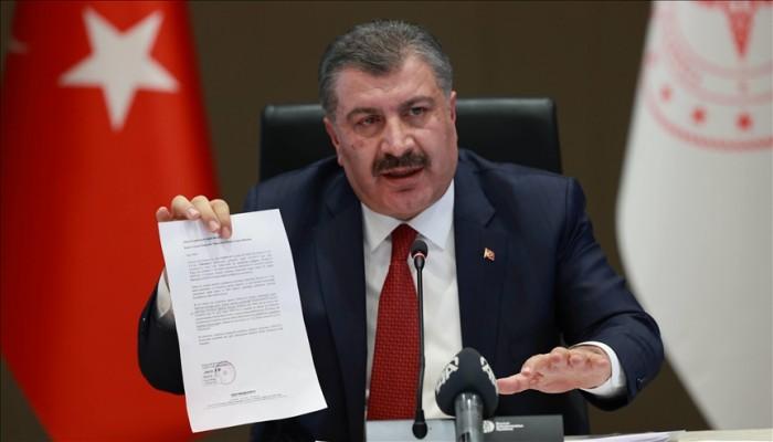 وزير الصحة التركي يدعو المواطنين لتجريب لقاح محلي مضاد لكورونا