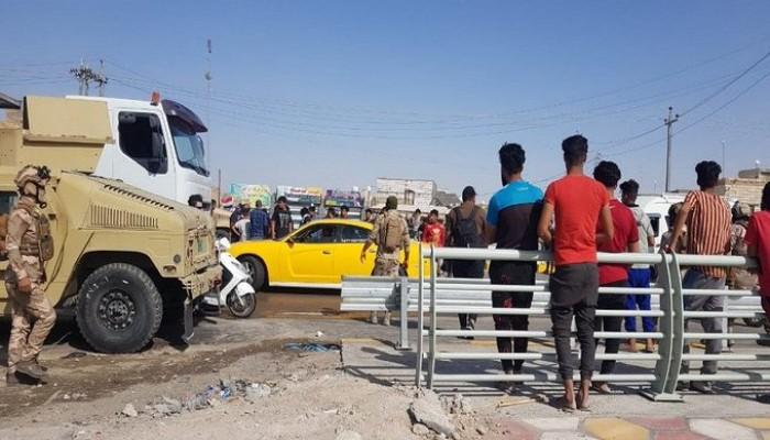 محتجون عراقيون يرشقون الكاظمي بالحجارة خلال زيارته الناصرية لافتتاح مشاريع