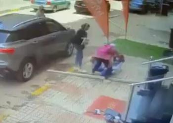 مصر.. مصرع طالبة بعد سقوط لوح خشبي عليها يهز مواقع التواصل (فيديو)