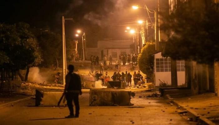احتجاجات تونس.. هل انتقلت الأزمة السياسية إلى الشارع؟