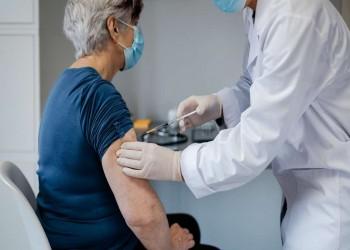 هيئة صحية أوروبية توصي المسنين بلقاحات موديرنا وفايزر وتجنب أسترازينيكا
