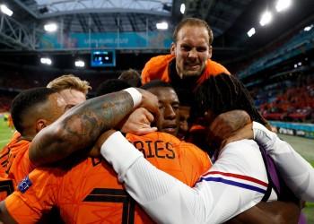في مباراة مثيرة.. هولندا تفوز على أوكرانيا 3/2 في يورو 2020 (فيديو)