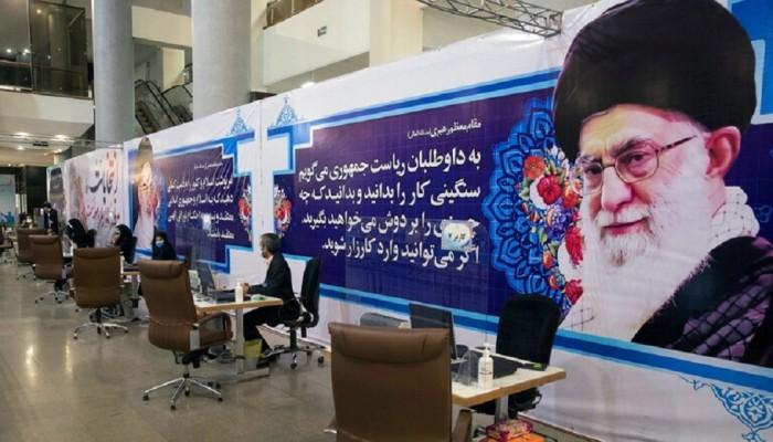 خامنئي بصدد إحكام سيطرته في انتخابات إيران مع تنامي الإحباط