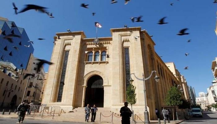 برلمان لبنان: ليس من حق عون رفض تكليف الحريري لتشكيل الحكومة