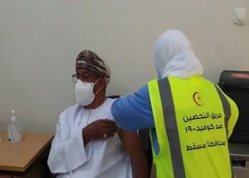 سلطنة عمان تلقح أكثر من نصف مليون شخص ضد كورونا