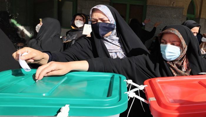 فايننشال تايمز: الإيرانيون فقدوا الأمل في التغيير عبر صناديق الاقتراع