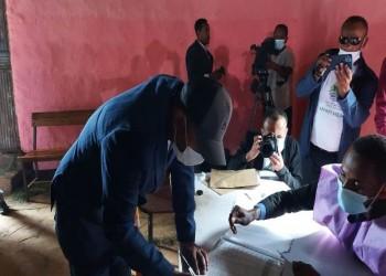 آبي أحمد عقب الإدلاء بصوته: إثيوبيا تستنشق عبير الديمقراطية