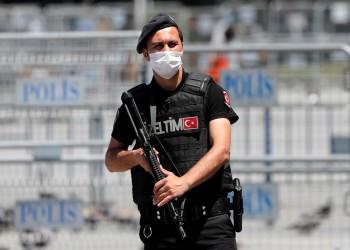 تركيا تعتقل فلسطينيا يحمل الجنسية الإسرائيلية بعد مسح أنفه بعملتها