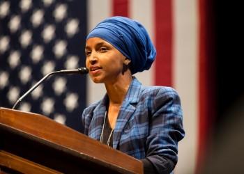 يديعوت: إذا لم تستيقظ إسرائيل سيظهر العشرات من إلهان عمر في الكونجرس