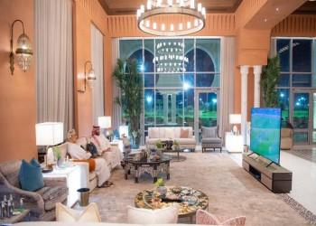 """ولي العهد السعودي يشاهد نهائي يورو 2020 مع سلطان عمان.. وناشطون: مشترك في """"بي إن"""""""