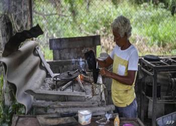 أمريكا تخفف العقوبات المفروضة على فنزويلا بعد اتجاه سكانها لحرق الأخشاب