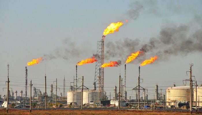 دلتا وتوقع اتفاق سعودي إماراتي يدفعان أسعار النفط للتراجع