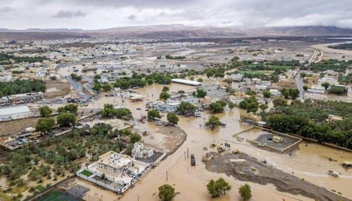 أمطار غزيرة تضرب سلطنة عمان.. ومقتل شخص (فيديو)