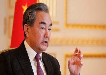 الأولى منذ 2011.. وزير خارجية الصين يصل إلى سوريا للقاء الأسد