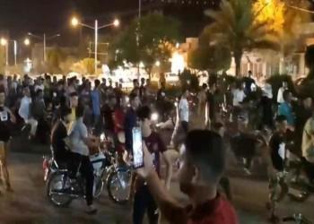احتجاجات المياه تتسع في إيران.. محتجون يشعلون النار بدورية للباسيج بالأهواز (فيديو)
