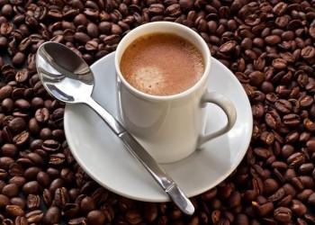 دراسة: القهوة تساعد على تنظيم ضربات القلب وليس زيادتها